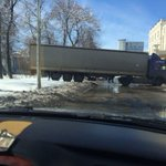 Фура на Гончарова. Фото @v_gvozdev #ulway http://t.co/dRNplYLOWR