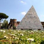Roma, ecco la «nuova» Piramide Cestia restaurata Foto|Video http://t.co/IjBC1yX382 http://t.co/dNZdnrvXqw