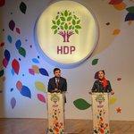 "CANLI YAYIN - HDP Eşbaşkanı Demirtaş: ""Vicdani ret anayasal bir hak olacak"" http://t.co/I0O4D5Q2na http://t.co/sPBFQCUSSi"