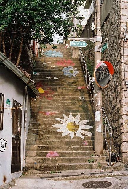 #스크린_속_그곳 최순경과 오초림의 로맨스가 기대되는 #냄새를보는소녀 의 촬영지 #서울 #이화벽화마을 입니다. 아기자기한 벽화가 없던 감정도 새록새록 생기게 해줄 것 같네요 #트윗지기도_한번_가보고_싶다_또르르 http://t.co/zdbUIyi2oH