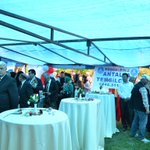 İyiler, küçük bir tebessüm için #Antalya da halka güller ve karanfiller dağıtıyor. #kutludoğumhaftası #Sevgi #İyilik http://t.co/7dqaXjYQqN