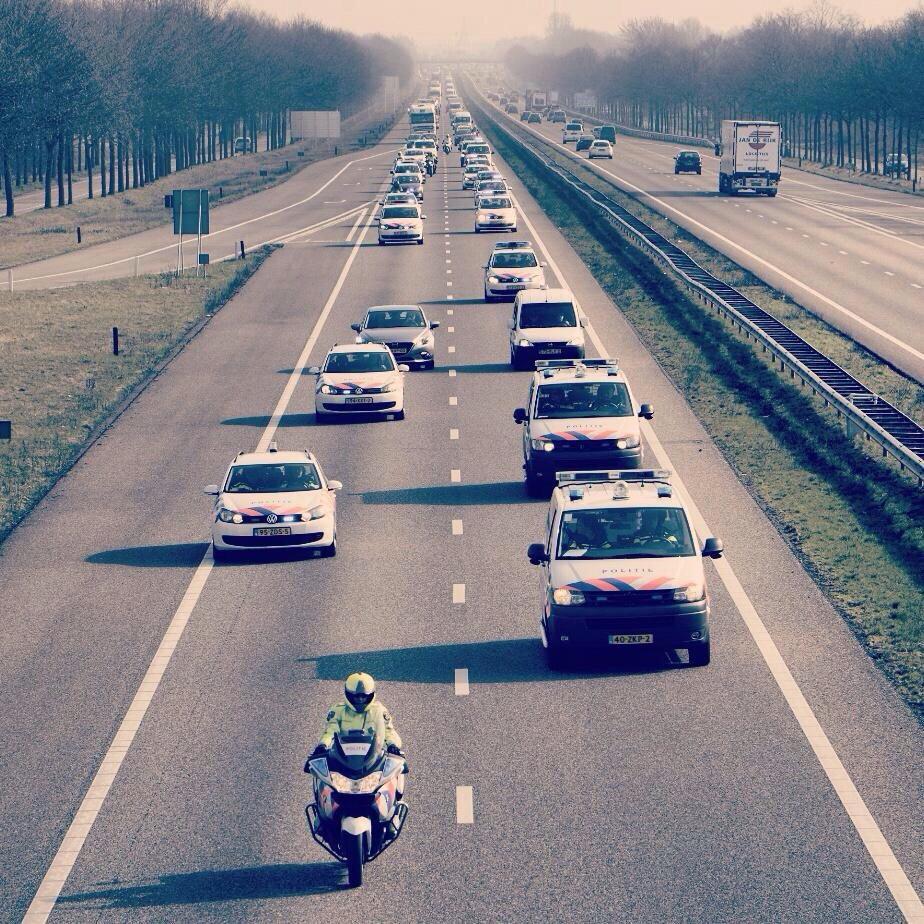 Houd morgen rekening met vertraging op snelwegen! Sorry, is voor een fatsoenlijke #caopolitie http://t.co/q4O5cDEG1z http://t.co/ns645g26o9