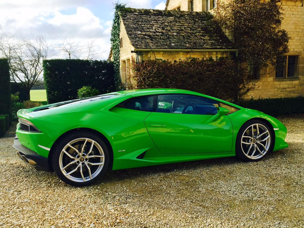 Did a vid on the @Lamborghini Huracan. Looks good, sounds good too.. http://t.co/RPMt0ZhAC4 http://t.co/sFxvQt9VwV