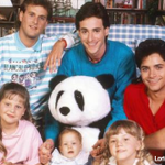 """Full House"" is returning to screens. Netflix is reviving the show as ""Fuller House."" http://t.co/UDytuM5bmk http://t.co/pA1pP3Hrbg"