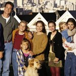 """Netflixs """"Full House"""" revival is officially happening http://t.co/tfZPyzAWJJ http://t.co/5kJbLdQ2yN"""