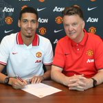 RT @ManUtd: BREAKING: @ChrisSmalling has signed a new contract at #mufc http://t.co/PL2ZFbi802  Fantastic news for every other club!