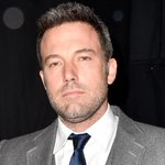'Batman v Superman' director just gave the 1st look at Ben Affleck's full Batman suit! http://t.co/wSNmEN3Vl1 http://t.co/gy4mclTKJr