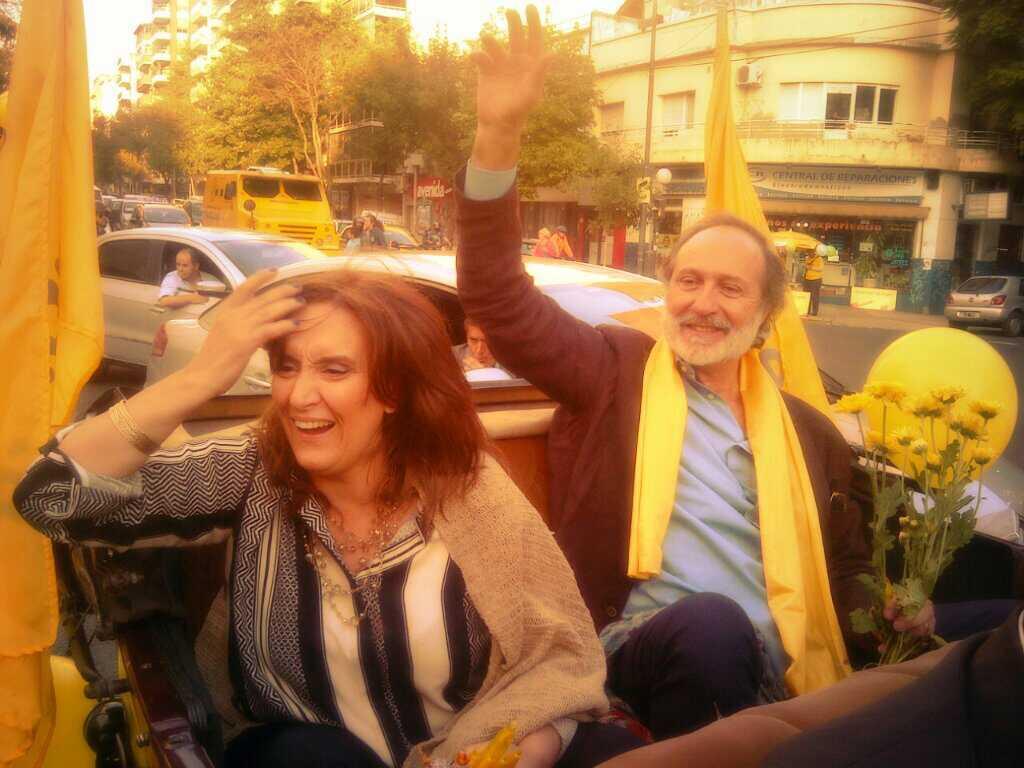 También en Alberdi y Del Barco Centenera con nuestra caravana #VosElegis @gabimichetti http://t.co/NM3wZsPR4X