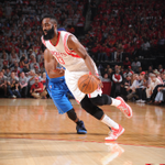 The @HoustonRockets leads the @dallasmavs 53-51 at halftime on @NBAonTNT behind 16 pts from Harden. #ROCKETSvMAVS