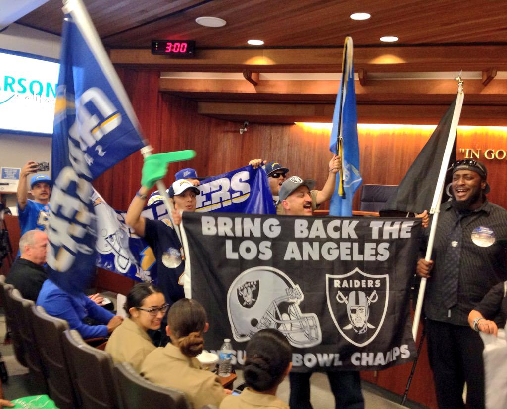 BREAKING: Carson, CA approves $1.7 billion NFL stadium for Chargers and Raiders near Los Angeles http://t.co/OoKruXcpVT