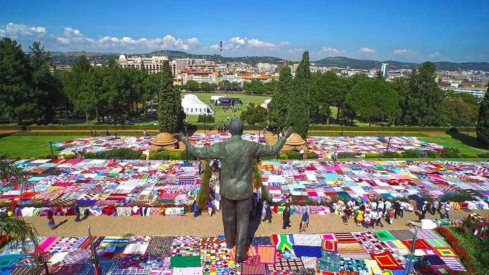 We applaud the @67Blankets​ knitwits who created a 3133 square meter blanket and broke the Guinness World Record! http://t.co/yJIao8QY8n