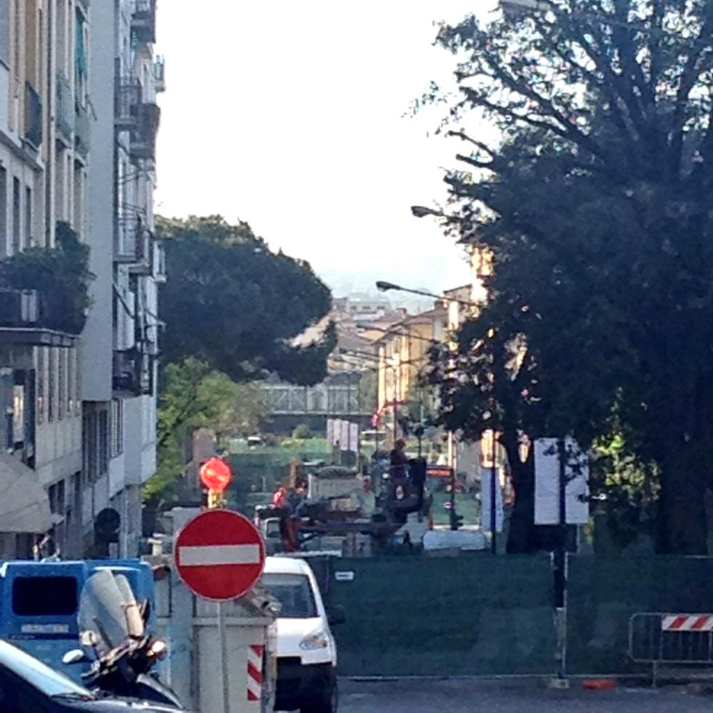 "RT @NiccoloBianco: Altezza cinema Adriano!Senza alberi si vede fino alla stazione statuto! #tramvia #Firenze #lavori @Lavori_Tram_Fi http:/…<a target=""_blank"" href=""http://t.co/2pX9vg2ryy""><br><b>Vai a Twitter<b></a>"