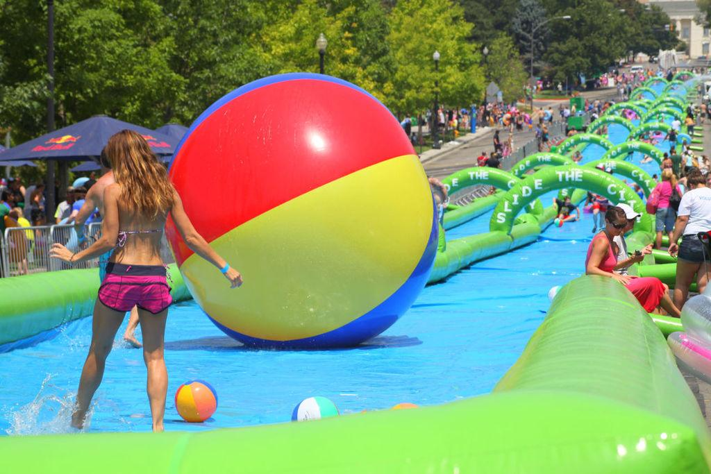 Papillion OKs massive 1,000-foot water slide down 84th Street this summer http://t.co/czNkmKHipw http://t.co/e7H1rs9Wvl