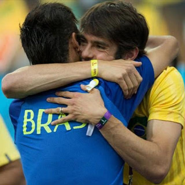 """Tw Neymar: \""""Happy birthday, brother... May God continue to bless you... Many congrats, crack!!! *kaka 33 today"""