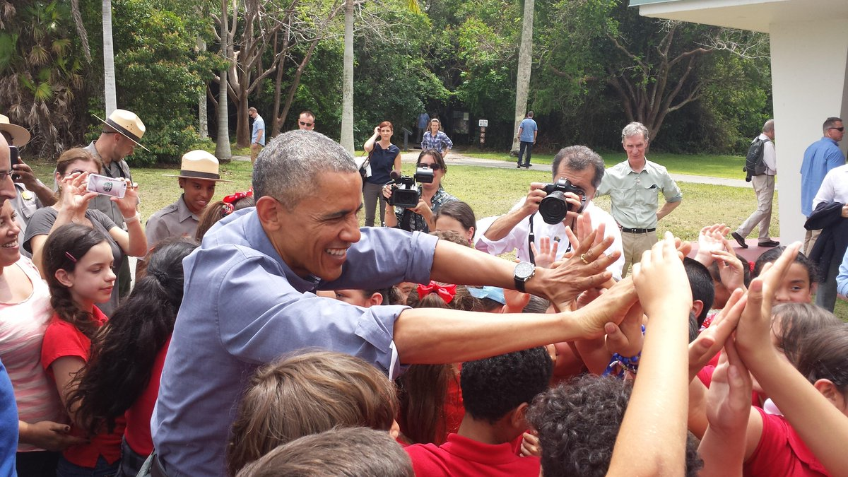 President Obama & @BillNye meeting w/ 4th graders from Miami to talk about #ClimateChange in honor of #EarthDay! http://t.co/tVE0SY3suV
