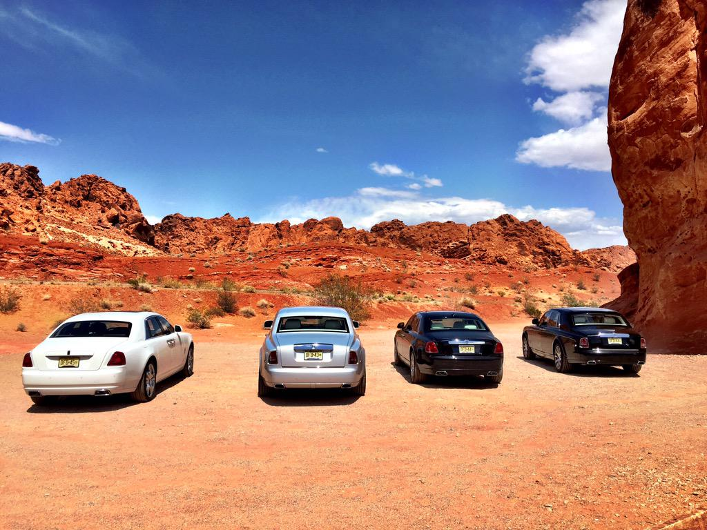 Phantoms and Ghosts seating and waiting in the desert. #rrwhiteglove #RollsRoyce @rollsroycecars http://t.co/dEnzYr021B