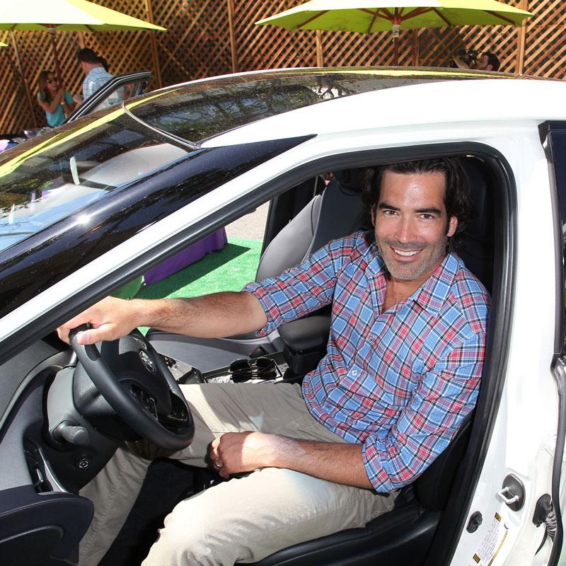 Thanks @green4ema 4 introducing me 2 @Toyota's hydrogen fuel cell car. Who wants 0 carbon emissions 4 #EarthDay2015 ? http://t.co/II9LfUlLPN