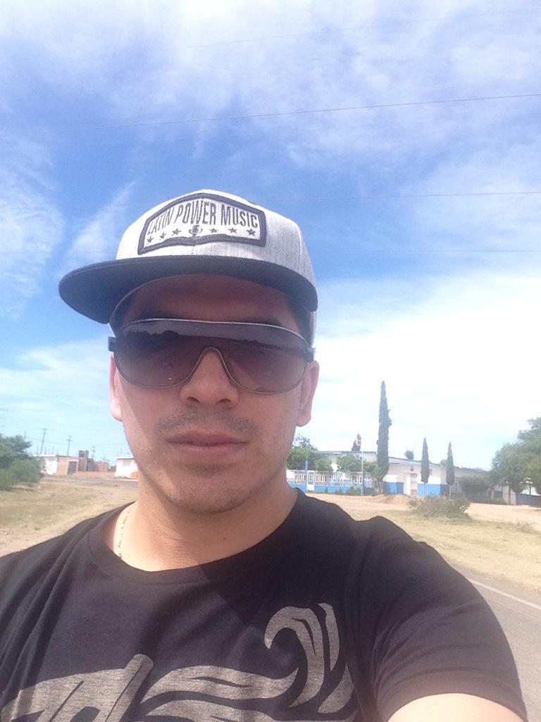 Arturo Vargas Rios (@LosPrimosArturo): Dando la vuelta en moto Agusto