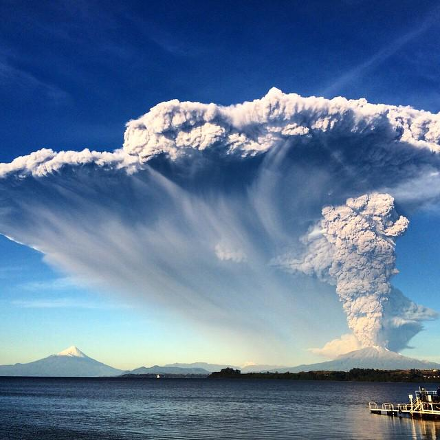Probably my favorite pic so far of #Calbuco. Via IG user jofbroussain http://t.co/A626kuPhDn
