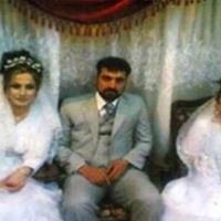 صورة.. أم تزوج إبنها الوحيد بعروسين في ليلة واحدة