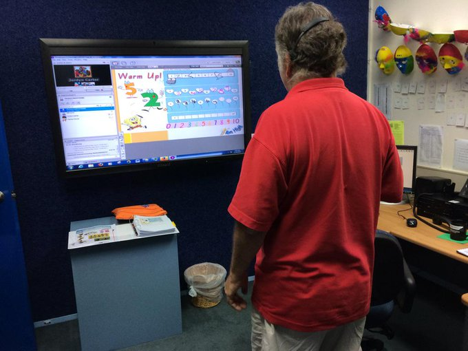 At Longreach School of Distance Ed where a teacher is working with his students using the 2 way smart board #commsau http://t.co/l9aVJvyrpD