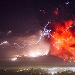Fotografías de la erupción de #Calbuco Fotos: David Cortes y Francisco Negroni. 23 de abril. Vía @agenciaunochile: http://t.co/a5y4vZjT1r