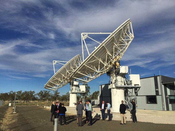 Visiting the #nbn satellite ground station outside Roma, with @TurnbullMalcolm & @BruceScottMP #commsau http://t.co/STC9tVz3UT