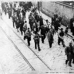 Genova, i partigiani hanno preso Castel Raggio, si sono arresi i cannoni di Arenzano #25aprile1945 - @piervittbuff http://t.co/HEdpxM8ixw