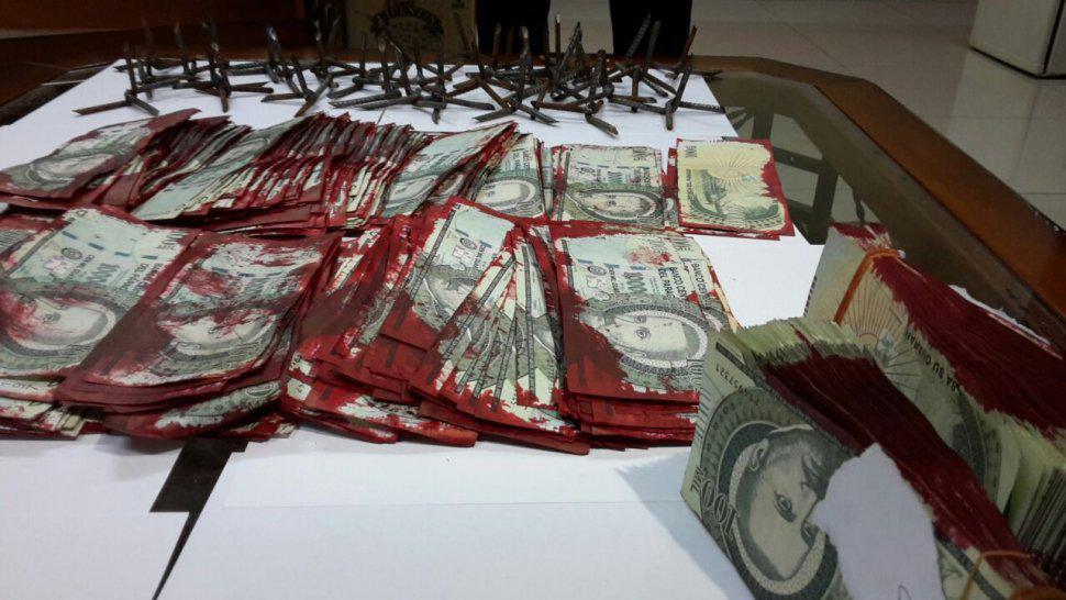 [FOTO] Así quedaron los billetes del cajero detonado anoche en Ñemby. Vía @alacostab #ABCnoticias http://t.co/VJLzKiI1d7