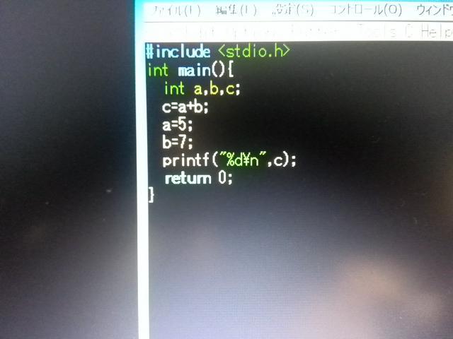 このプログラム実行すると32767とかいう恐ろしい数が表示されるんですが、誰か何がおかしいのか教えて http://t.co/ocqewqJUSN
