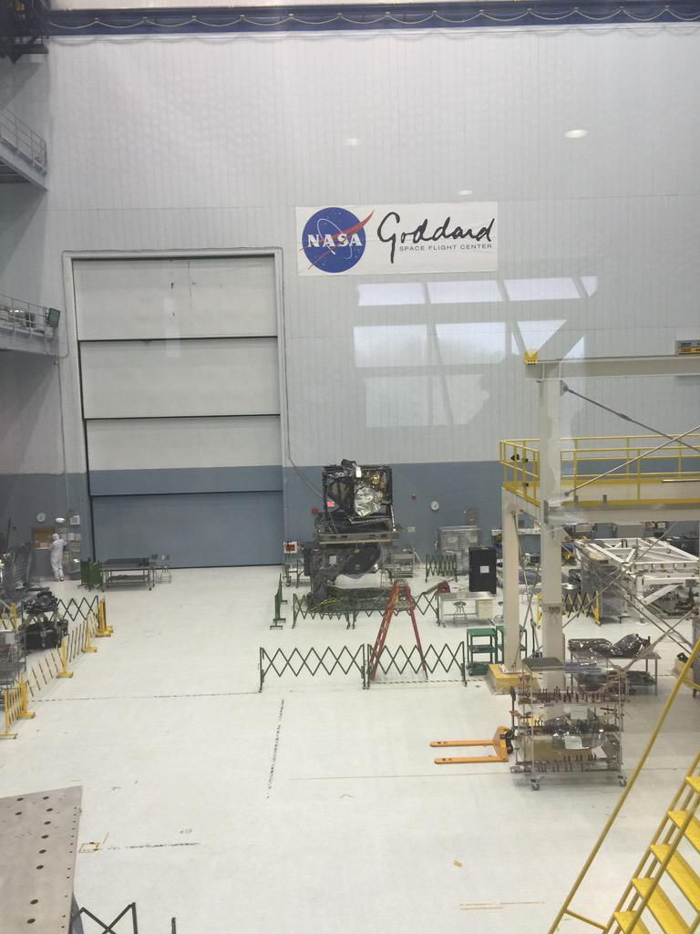 That black box is the heart of the @NASAWebbTelescp It holds all the science instruments. Flying to space in 2018! http://t.co/REllvH8Ygm