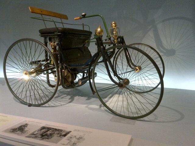 #Daimler Motorized Carriage built in 1886 was the world's first four wheeled motor vehicle. http://t.co/hqEDoX08g0