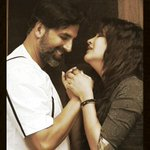 RT @akshaykumar: To all d Ladies asking 4 a romantic photo,don't fear #Gabbar has a heart as strong as his fists ;)8 days to go people http…