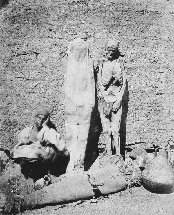 Man selling mummies in Egypt, 1875. http://t.co/OoeeZOrPuN