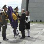 Владимир Путин возложил цветы к мемориалу памяти жертв геноцида армян http://t.co/d92ZuqSdYL http://t.co/9MYJjSZ1z7