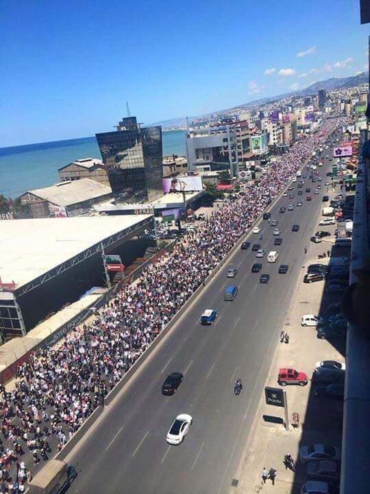 Lebanon's #ArmenianGenocide commemoration. You can't see the end of the march! WOW!!! http://t.co/3IAt21cpJK