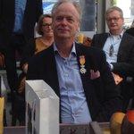 Voor zn grote inzet @geennoodbijbran is @fmakkinga koninklijk onderscheiden! Ridder in Orde Oranje Nassau! #respect http://t.co/ngzrAQMqIv