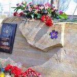 """Сегодня в Луганске. УкрСМИ вероятно напишут об этом так: """"Террористы установили камень в память о """"геноциде армян"""""""" http://t.co/P8SFZVXoZ4"""