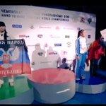 Украинская спортсменка вышла на церемонию награждения с флагом ДНР ВИДЕО: http://t.co/iJzl47TwN9 http://t.co/sDj47QooEn