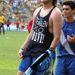 ¡TU ETERNA PESADILLA! Feliz cumpleaños a Carlos Alberto Juarez, goleador histórico del Club Sport Emelec. http://t.co/1dNIKBNC3x
