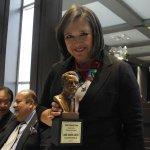 Entrega Primera Plana la presea Ricardo Flores Magón a @XochitlGalvez http://t.co/1hTYaX9DxF http://t.co/XYs6JQc3ws