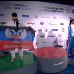 Украинская спортсменка вышла на церемонию награждения с флагом ДНР. Видео прилагается: http://t.co/YfroAxFPUN http://t.co/YEmbmGhzKJ