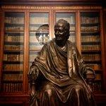 Знаменитая библиотека Вольтера в Санкт-Петербурге! #библиовольтер #библионочь http://t.co/8TQiergQ6P