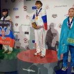 Украинская спортсменка вынесла на пьедестал флаг ДНР http://t.co/pzO6qQRS3H http://t.co/kk2UoURasR