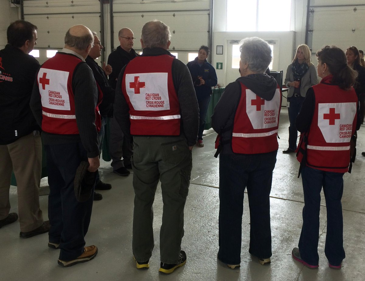 A big thank you to @RedCrossTalk volunteers preparing to assist those evacuated due to flooding in #Kashechewan http://t.co/I167I9LeSn