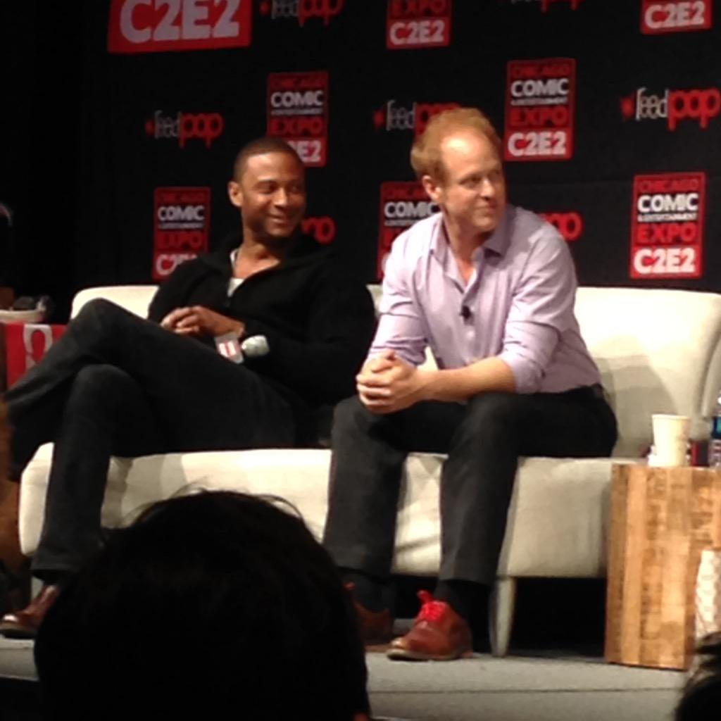 #Diggle #Arrow and #JiminyCricket #OUAT #C2E2 @RaphaelSbarge #davidramsey http://t.co/sJQBln0mm2
