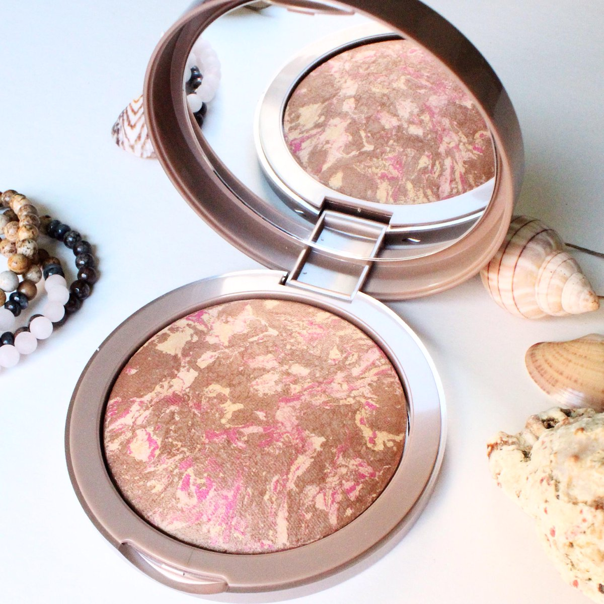 Our new #RivagesLW bronzing powder is perfect for a sun-kissed complexion & a healthy glow! > http://t.co/xQSoIZhfuX http://t.co/RViEmzSN0U