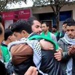 بعد فوز #الكتلة_الإسلامية بانتخابات مجلس الطلبة.. هذه الصورة هي الأروع الشبيبة واليسار والكتلة في حضرة #فلسطين أخوة http://t.co/DW6O0tDXif