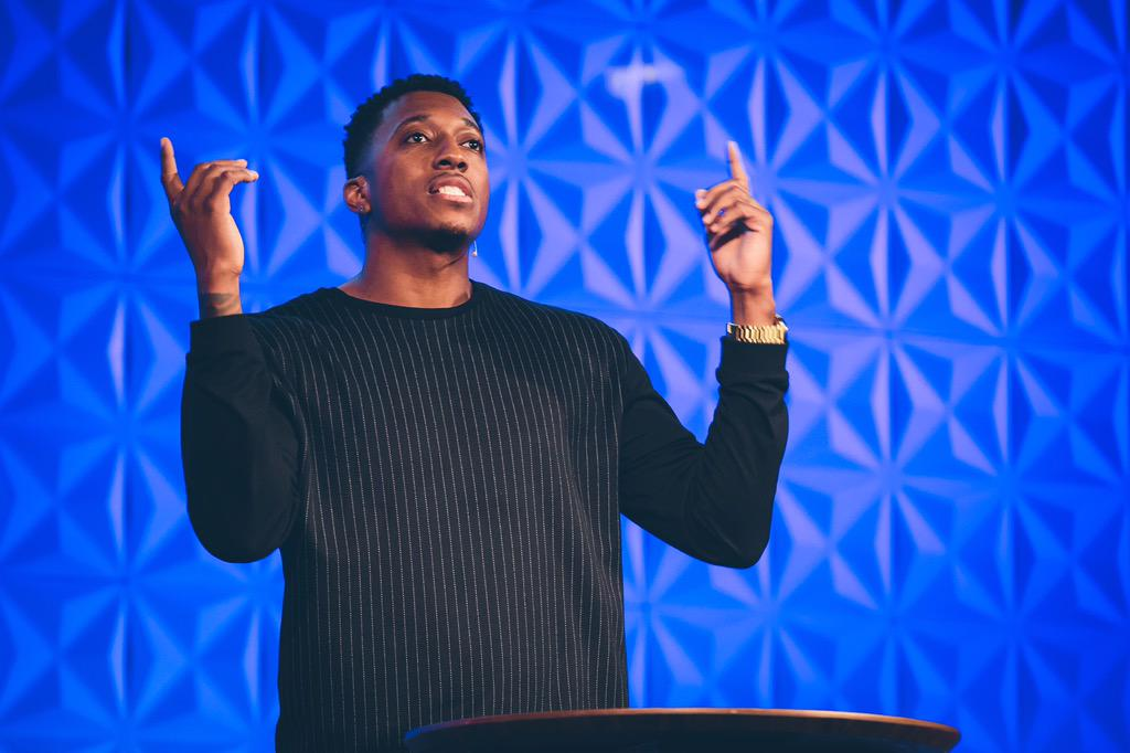 """Artists get the privilege of changing the way people view the world through stories."" - @Lecrae #QBoston http://t.co/zuj8WQI3cr"