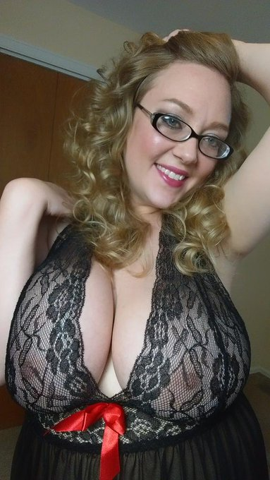 #bigtits in lace http://t.co/BzwBmPQQ5C